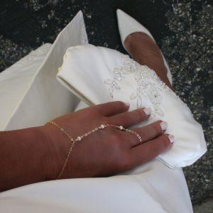 peral finger bracelet gold
