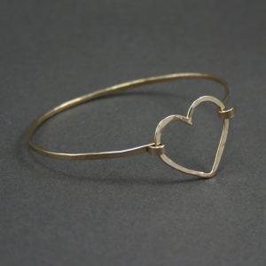 hammered_heart_bangle_bracelet_gold